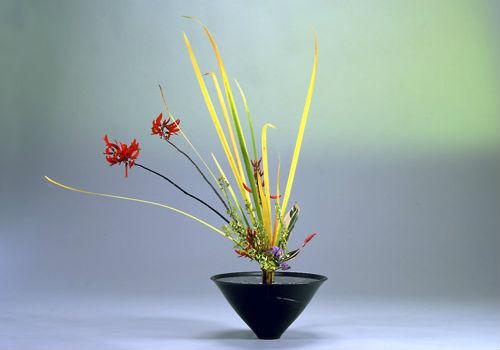 Japanese culture arts ikebana flower arrangement