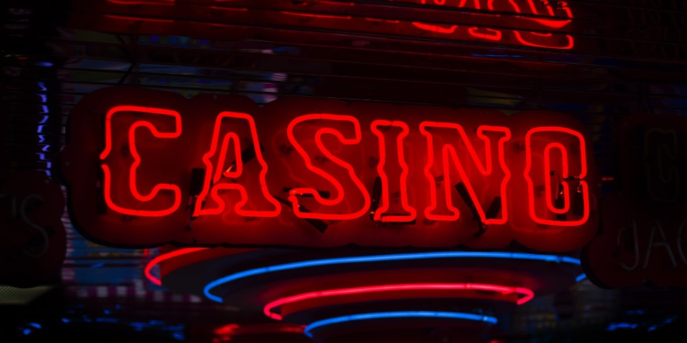You can visit the online casinos any time of the day or night.