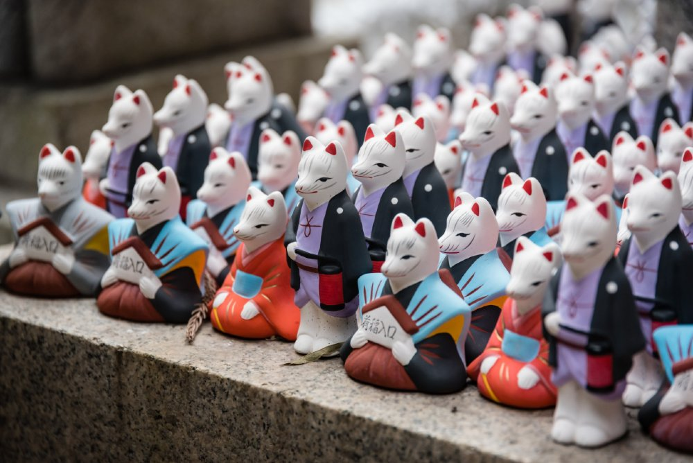 Figures like these sacred foxes are common omiyage from shrines and temples.
