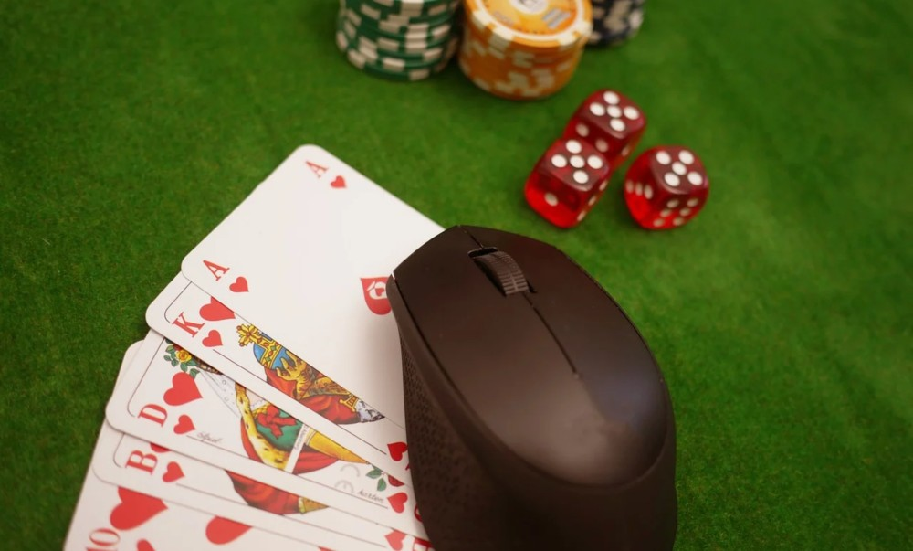 While physical casinos may have yet to arrive in Japan, online gambling is popular.