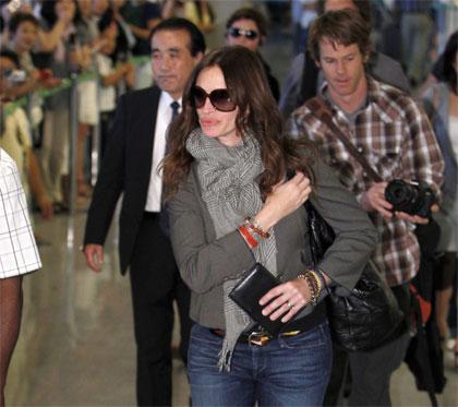 Julia Roberts lands in Tokyo