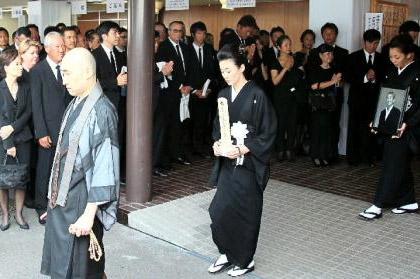 Manda Hisako at her husband's funeral